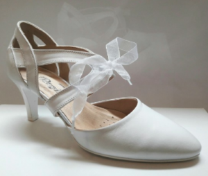 fehér menyasszonyi cipő